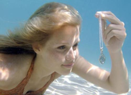 Emma-finds-the-1st-locket-h2o-just-add-water-656095_500_363.jpg